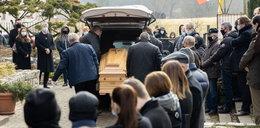 Policja na pogrzebie oskarżanego o pedofilię ks. Dymera. Żegnała go setka osób, w tym wielu duchownych...