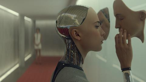 Kadr z filmu Ex Machina
