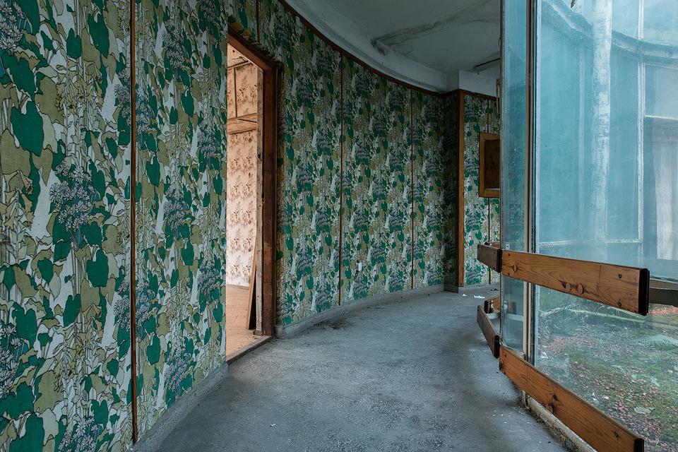 """Projekt """"Gmach"""": fotografie pustych wnętrz, w których urzędowała władza komunistyczna"""