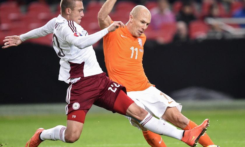Piękny gest Arjena Robbena po meczu Holandia - Łotwa