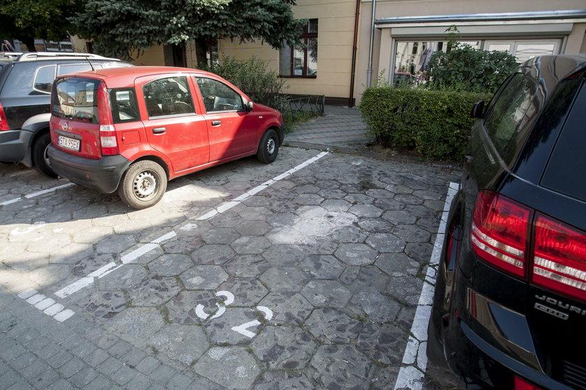 Wolne miejsce do zaparkowania przy ul. Zamkowej w Tarnowskich Górach