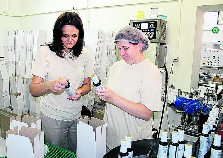 Tehnolog Ljiljana Milošević (levo)