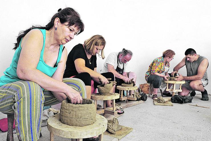 uzice izlozba keramika zlakusa umetnici _161118_Ras foto Milos Cvetkovic 011