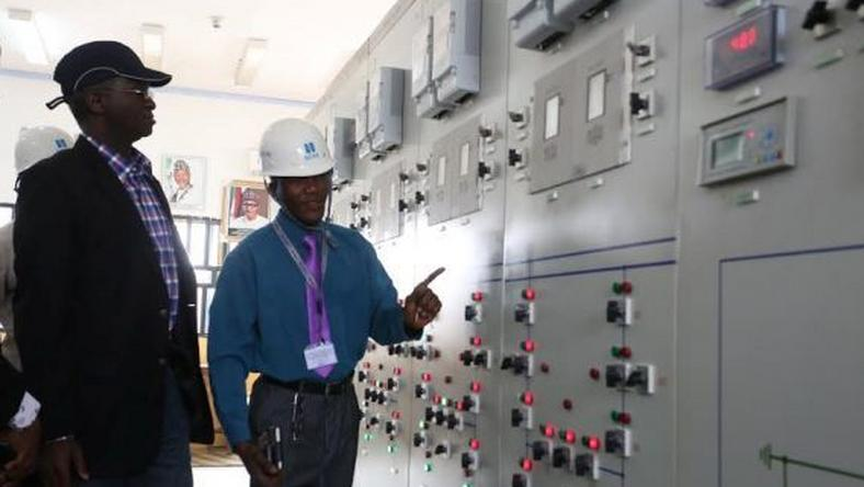 Minister of Power, Works and Housing, Babatunde Fashola on tour of projects in North on January 25, 2016