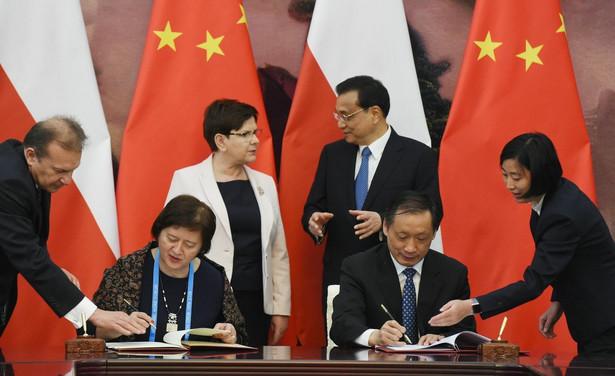 """Szefowa polskiego rządu oceniła, że umowy podpisane ze stroną chińską i jej rozmowy z chińskimi przywódcami wskazują, że """"Polska stała się państwem, na które władze chińskie zaczynają zwracać uwagę, jeśli chodzi o współpracę gospodarczą"""""""