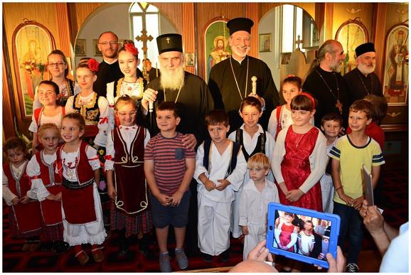 Deca sa patrijarhom u crkvi Svetog Georgija