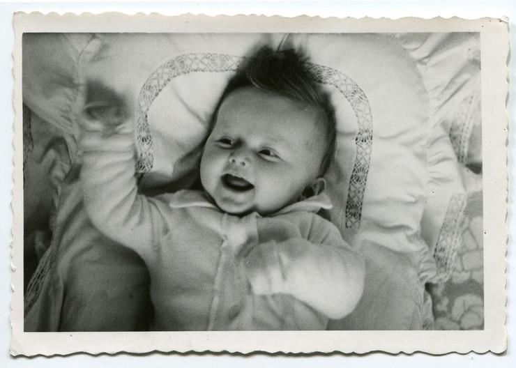 beba starinska fotografija shutterstock 64320475