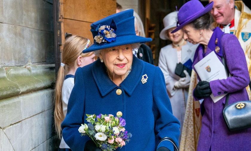 Na najnowszych zdjęciach królowej jeden szczegół przeraził Brytyjczyków.
