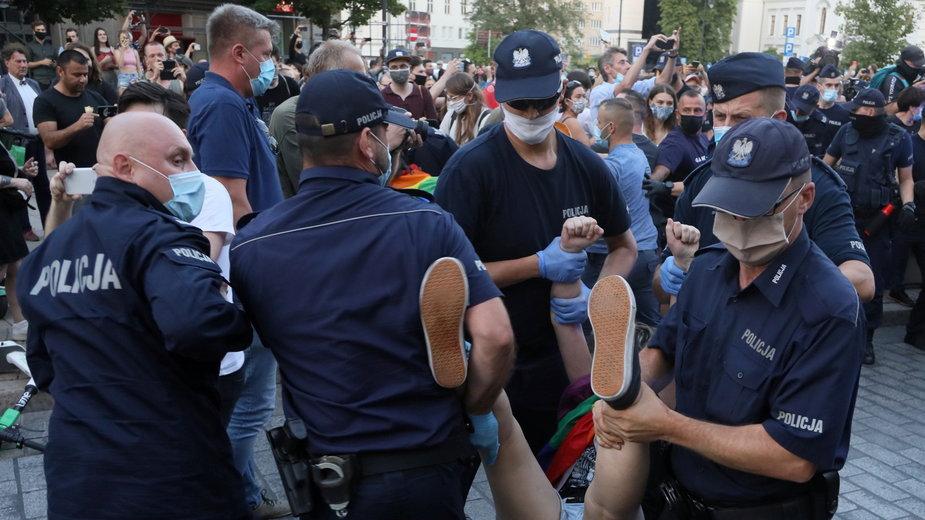 Protest podczas aresztowania Margot 7 sierpnia w Warszawie