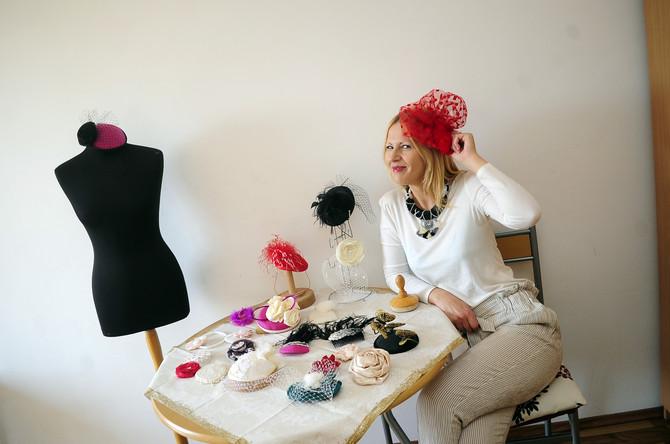 Do detalja sam osmislila svoj salon šešira. Izgledaće kao oni stari engleski modni saloni iz filmova