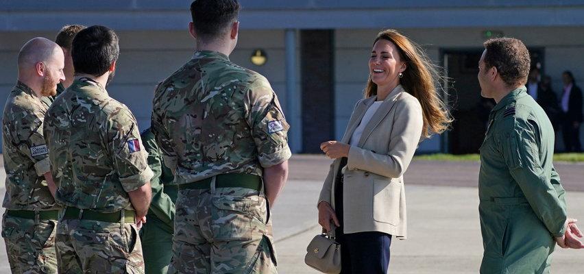 Księżna Kate odwiedziła żołnierzy, którzy wrócili z Afganistanu. Zdradziła, że jej dzieci, tak jak William, pasjonują się lotnictwem