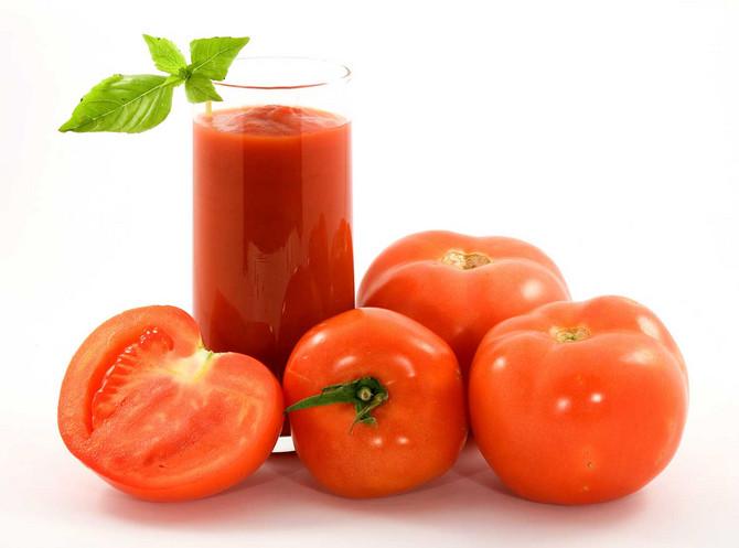 Sok od paradajza uvek sipajte u staklene flaše i držite ih na hladnom i tamnom mestu