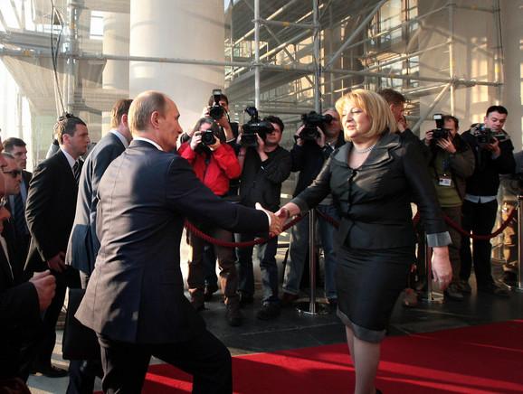 Slavica Đukić Dejanović i Vladimir Putin ispred Skupštine Srbije