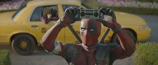 "Superbohater znowu szuka guza. ""Deadpool 2' w kinach"