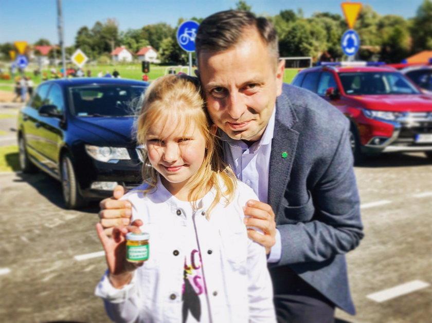 Władysław Kosiniak-Kamysz rozdał w kampanii parlamentarnej wiele słoików miodu