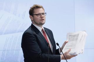 Woś: Kryzys na granicy jest celowo wywoływany, działania Rosji i Białorusi są nieprzewidywalne