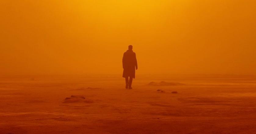"""Ryan Gosling szuka odpowiedzi w nowym zwiastunie """"Blade Runner 2049"""""""