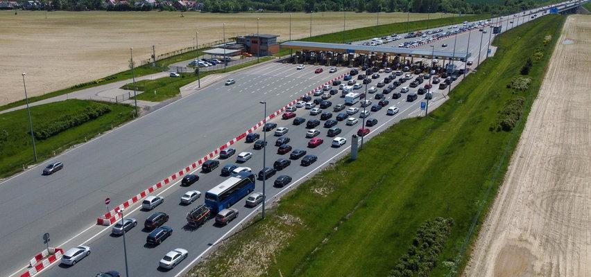 Polacy wracają z długiego weekendu. Na drogach czeka ich ciężka przeprawa. ZDJĘCIA
