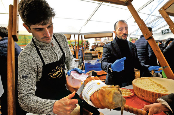 Gosti iz Italije sa pršutom i sirom iz Parme
