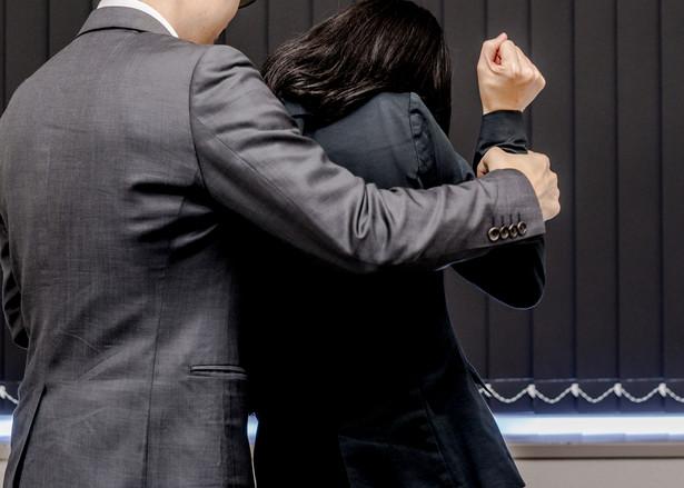 Orzecznictwo sądów precyzuje, że pracodawca ma obowiązek zagwarantowania pracownikom faktycznego bezpieczeństwa