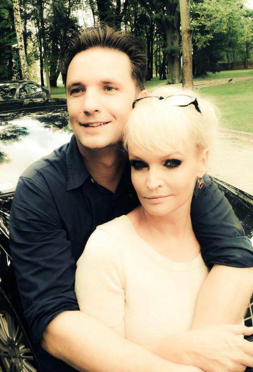 Adrianna Biedrzyńska i Sebastian Błaszczak pozują do zdjęcia