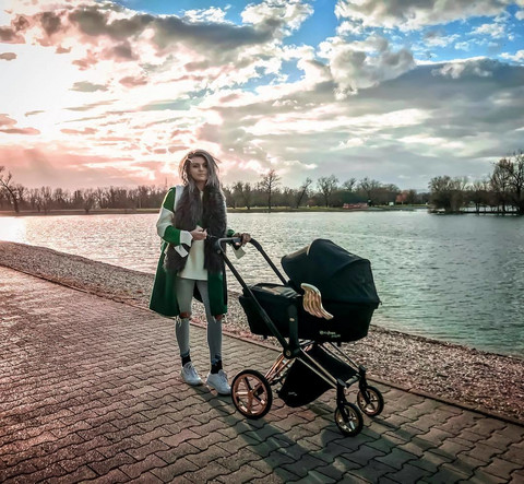 POKAZALA KAKO ZAISTA IZGLEDA STOMAK NAKON POROĐAJA: Poznate mame kriju ovakve fotografije, ali ne i ona!