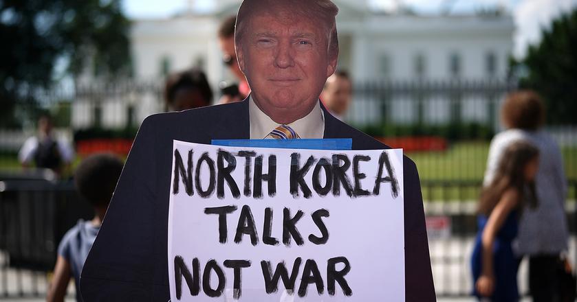 Demonstracja przed Białym Domem w związku z zaostrzającym się konfliktem na linii USA-Korea Północna