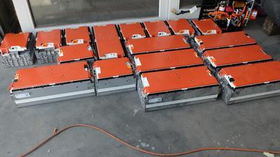 Zasypią nas miliony ton zużytych baterii z aut - straszą eksperci