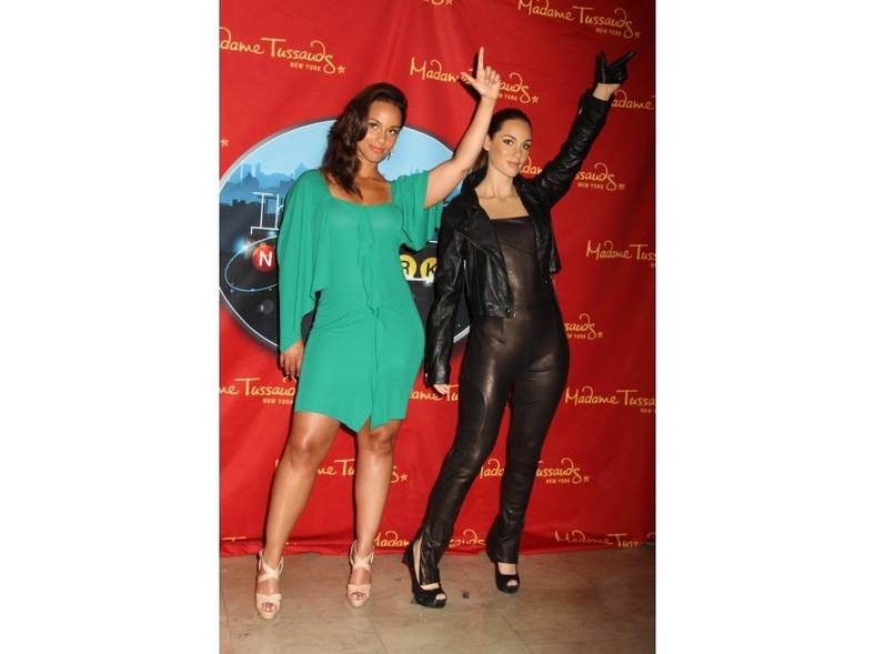 Alicia Keys ma piękną twarz i ogromny talent wokalny, ale jej nogi są dalekie od ideału.