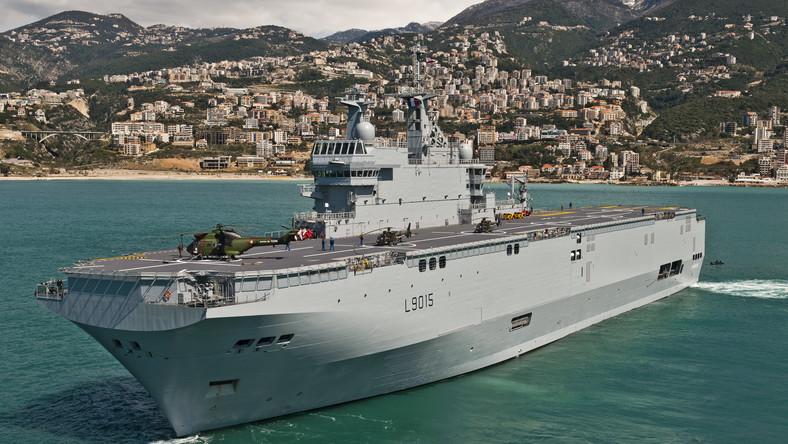 """Okręt klasy Mistral (""""BPC Dixmude"""" autorstwa Simon Ghesquiere/Marine Nationale - Praca własna. Licencja Creative Commons Attribution-Share Alike 3.0 na podstawie Wikimedia Commons)"""