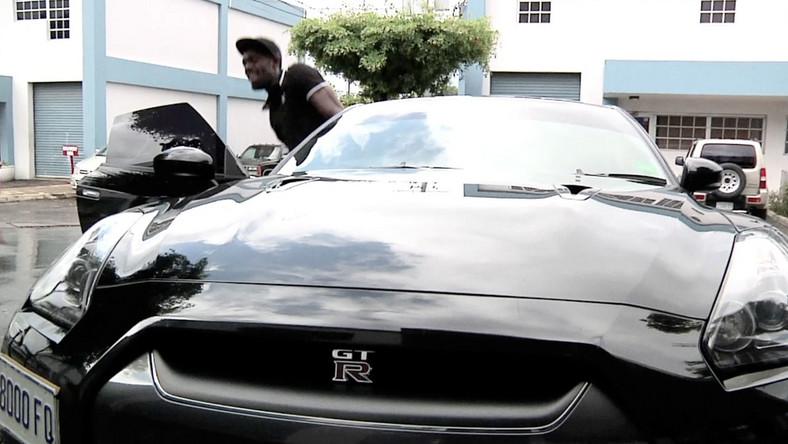 Najszybszy sprinter świata Usain Bolt firmuje swoim nazwiskiem jeden z najszybszych samochodów świata - nissana GT-R