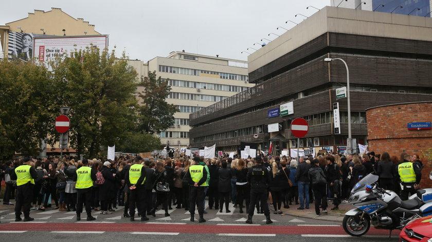 """""""Czarny protest"""" Polek. Manifestacje w całym kraju"""