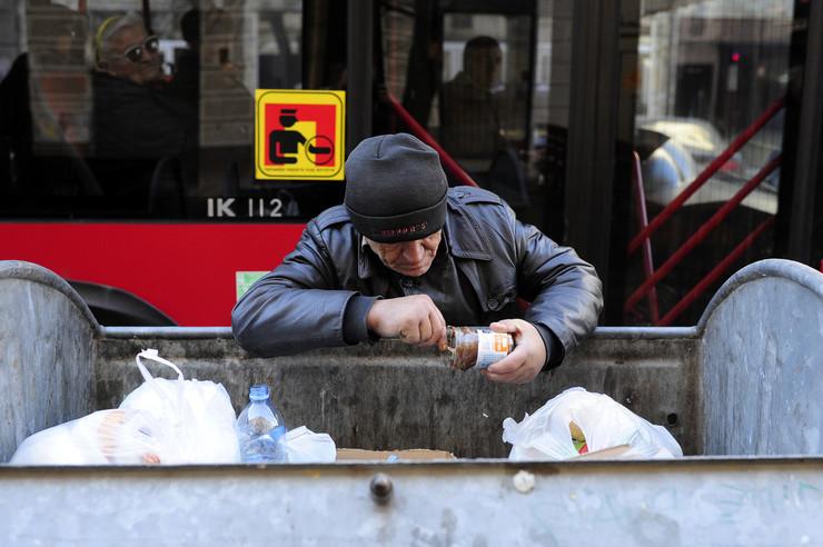 kontejneri penzioneri sirotinja_190117_foto Dusan Milenkovic 0031