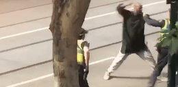 Szaleniec biegał po ulicy. Dźgał nożem na oślep. Są ofiary