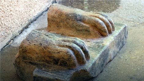 Na delu statue su hijeroglifi i pominje se ime Micerinusa, koji je podigao jednu od velikih piramida u Gizi. (foto : Amnon Ben-Tor i Sharon Zuckerman/Hebrew University's Institute of Archaeology)