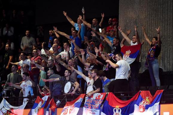 Naši navijači na polufinalu Evropskog prvenstva u odbojci između Francuske i Srbije