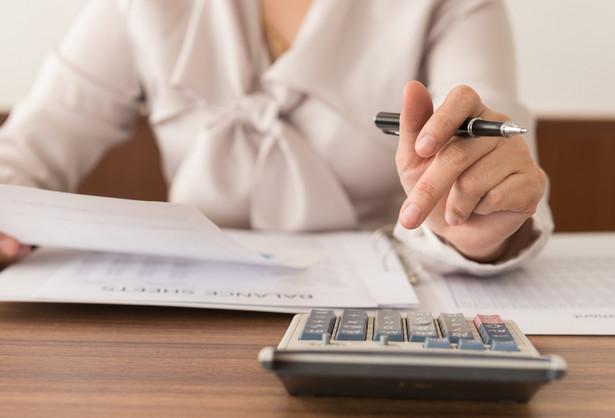 Obecnie obowiązujące regulacje dotyczące rozpoznawania przychodów są dość ogólnikowe oraz rozrzucone po wielu standardach.