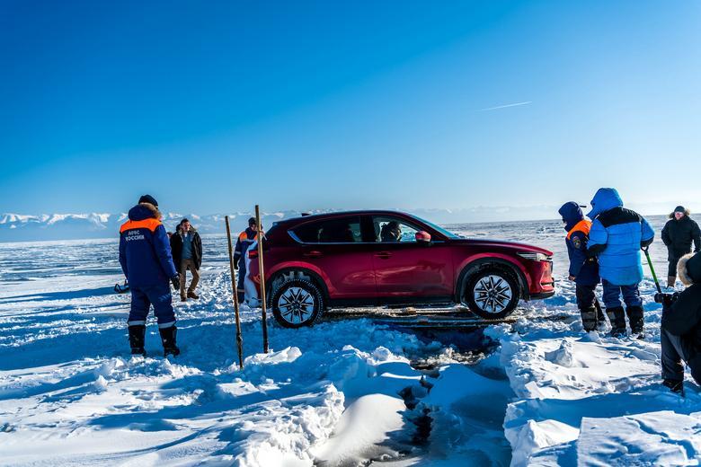Mazda CX-5 na zamarzniętym Bajkale