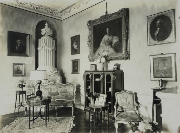 Jedno z wnętrz w pałacu Radziwiłłów w Nieświeżu, lata 20. XX wieku.