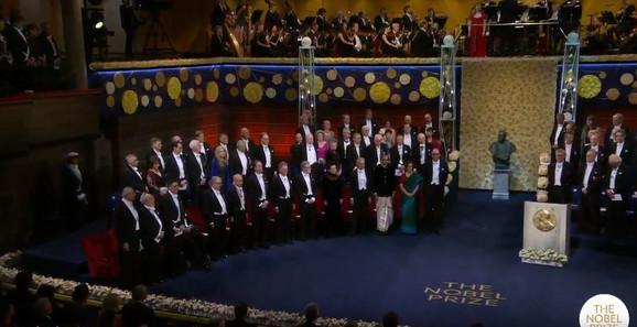 Svi dobitnici Nobelove nagrade na početku ceremonije