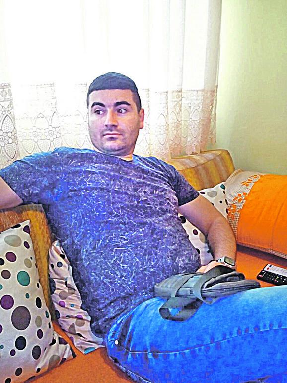 Porodica traži strožu kaznu: Ivan je 13 puta ubo nožem oca Sašu