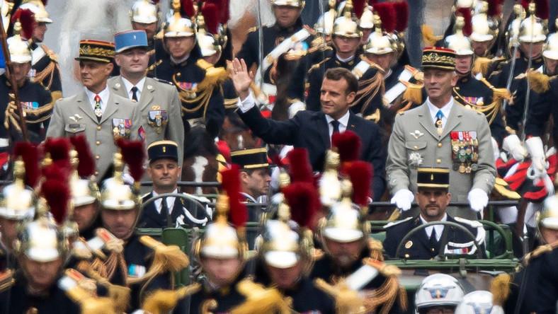 W tym roku defilada odbyła się pod znakiem europejskiej współpracy wojskowej, czego emanacją było otwarcie parady przez wojska hiszpańskie; po słynnej paryskiej alei przemaszerowała też francusko-niemiecka brygada.