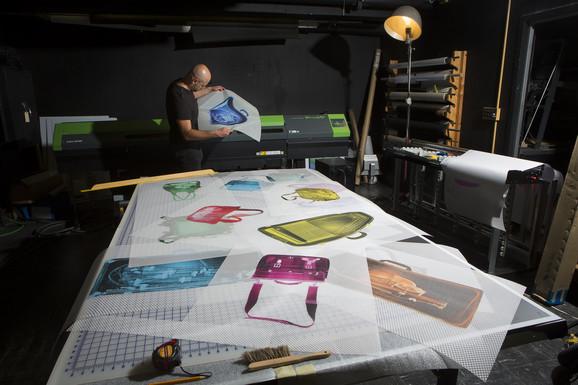 Blažo je profesor umetnosti i dizajna