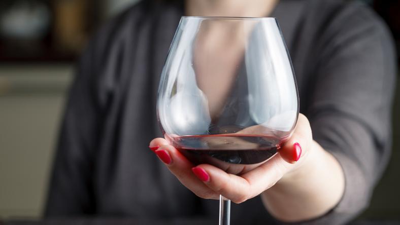 Czy w sejmowej restauracji alkohol sprzedawany jest bez zezwolenia?