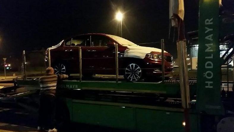Wiosną 2015 koncern Fiat Chrysler Automobiles (FCA) odsłonił najnowszego sedana - auto o nazwie aegea (czyt. egea). Wówczas samochód był przedstawiany jako projekt oraz większy następca modelu linea. Teraz już wiadomo, że nowy model trafił do produkcji i zostanie nazwany tipo. Pierwsza sztuka dużego fiata pod osłoną nocy przyjechała na specjalną premierę w Polsce…