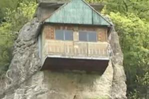 Napravio je kuću U STENI i fenomenalna je!