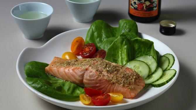 Riba poput lososa i tune sa grilovanim povrćem je uvek dobar izbor