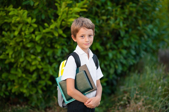 Podesite torbu da dno bude u visini pojasa a nikako u nivou zadnjice deteta