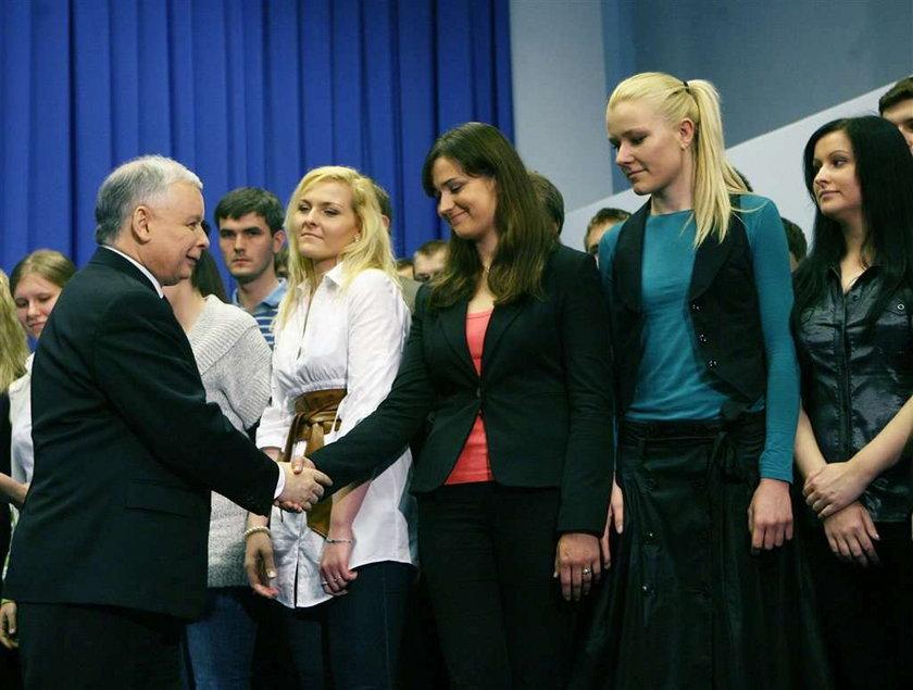 Na Kaczyńskiego głosują kobiety. Na Komorowskiego...