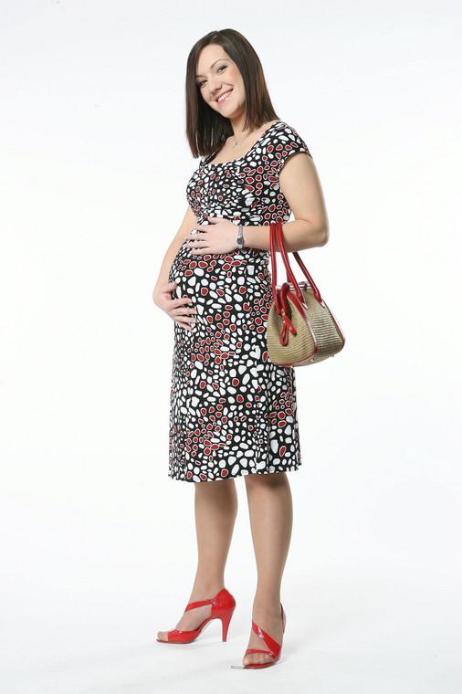 W tej sukience kobieta w ciąży czuje się bardzo kobieco i swobodnie